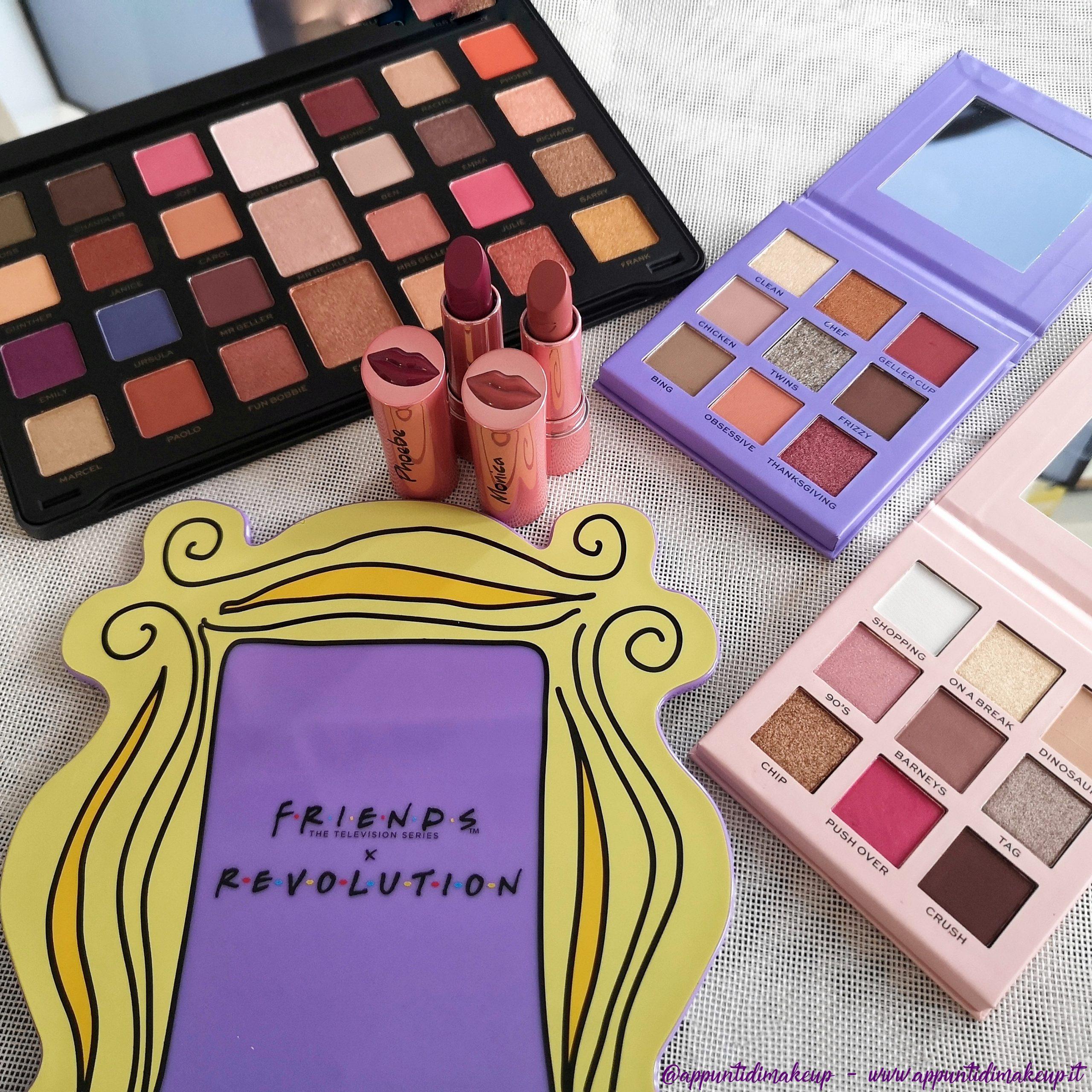 Friends x Revolution beauty collection:Flawless Limitless Eyeshadow palette, la Monica Eyeshadow palette, la Rachel Eyeshadow palette, il Monica lipstick, il Phoebe lipstick e lo specchio